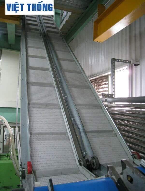 băng tải nghiêng công nghiệp công ty thái hưng thinh