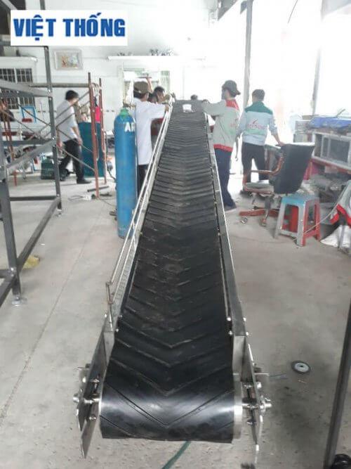Băng tải nghiêng công nghiệp